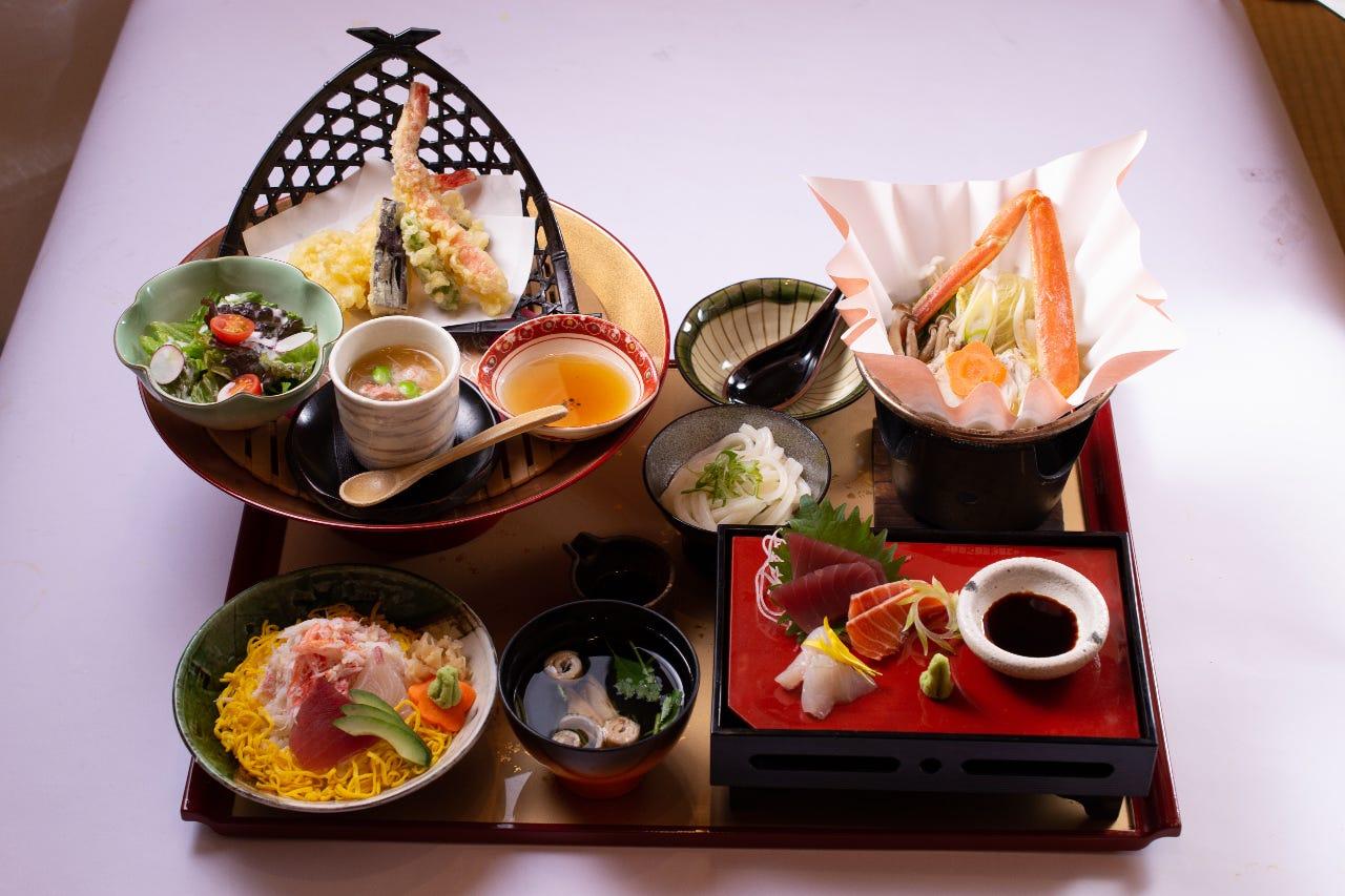 「正月金盃御膳」 御膳・定食には全て先付のズワイ蟹が付きます