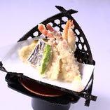 ズワイ蟹とえびの天ぷら盛合せ