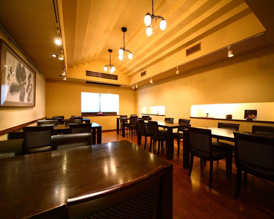3階席は洋風のテーブルフロア。15名~30名で貸切利用も可能。