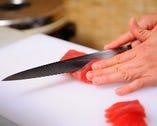 実直な熟練の匠技と柔軟性溢れる感性で丁寧し仕上げる料理は五感で楽しめる名作揃い。