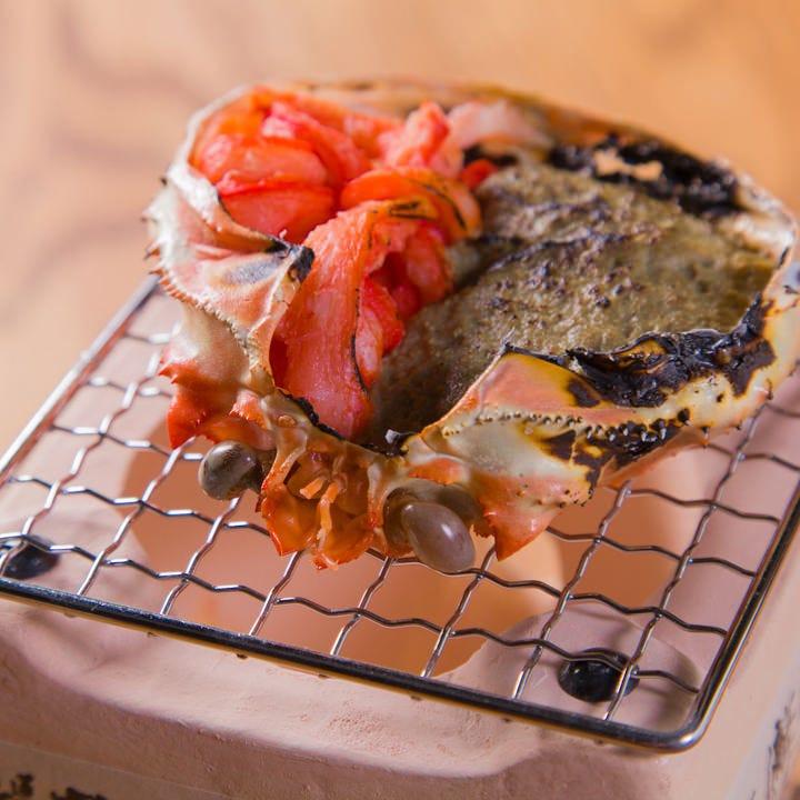 潮香る魚介料理から肉料理・サラダ・つまみまでメニューが豊富