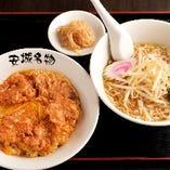 (王道ランチ)北京飯セット:北京飯+半ラーメン+漬け物