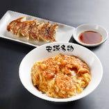 安城セット(ランチ):北京飯+安農ギョーザ 贅沢な、安城名物セットの登場! 安農ギョーザとは、安城農林高校の生徒が育てた豚肉を使用した餃子です。