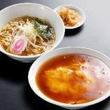 (王道ランチ)天津飯セット:天津飯+半ラーメン+漬け物