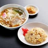 (王道ランチ)チャーハンセット:チャーハン+半ラーメン+漬け物