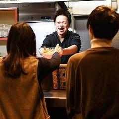 時には3代目との会話を楽しみながらお食事をお楽しみください!