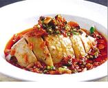 茹で国産鶏肉の唐辛子ニンニクソース