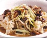 色々きのこの伊府麺、トリュフオイルの香り