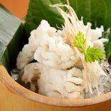 京都の鱧など、季節に合わせた旬の食材を使用しております。