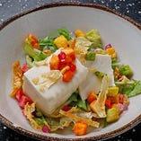 「お豆富と京野菜のサラダ」は柚子ドレッシングでお召し上がりください。