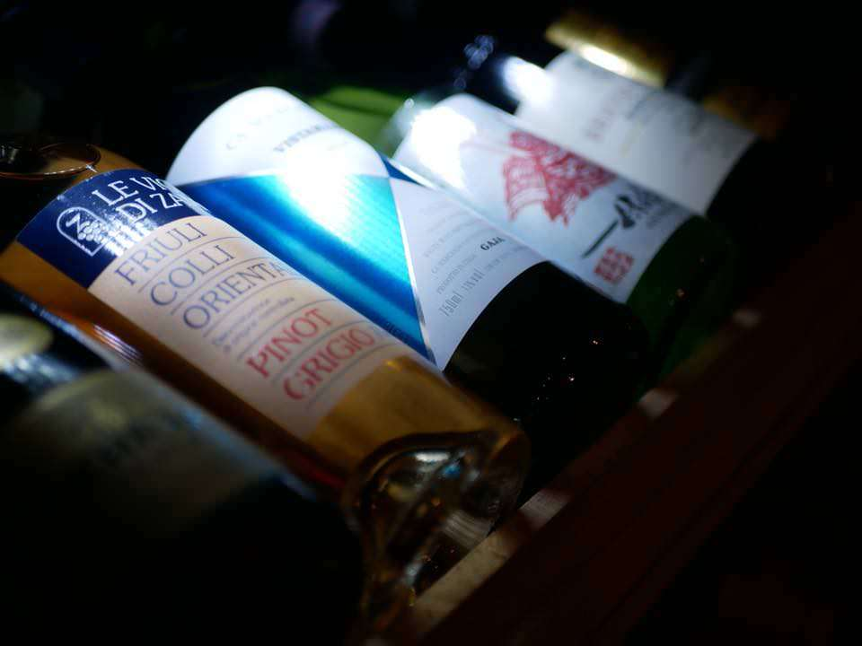 吟味されたイタリアワインを堪能