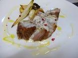 岡山産豚肉(美星 三元 豚珍甘)の炭火焼き ペコリーノチーズのソース