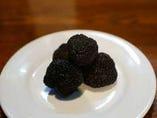 お好きなお肉料理にイタリア産黒トリュフを追加