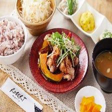 【定番人気】若鶏と季節野菜の黒酢餡かけ定食