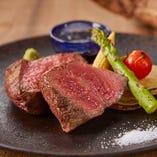 極黒牛の塊肉ステーキ&ラムヘレ肉豚巻き、牛串、生牡蠣登場!