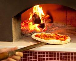400度の本格薪窯ナポリピッツァはもちもちの食感