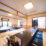 1階のお座敷個室【桜】。2間開放で最大26名様までのご利用が可能です。