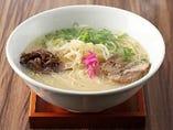 当店の自慢は、牛骨から取ったスープ!まろやかな白湯系が特徴。