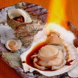 炉端焼きスタイルで 新鮮な魚介類の旨味をご堪能下さい!
