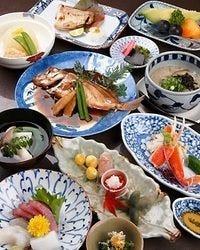 コース(絹笠)は6500円(税抜き)。 1番人気の会席料理です。