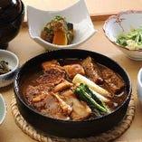 【菜な自慢】赤味噌仕立ての「鶏の味噌すき焼き」