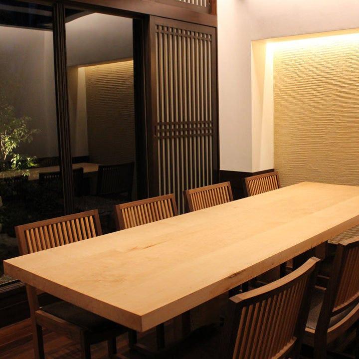 少人数でのご宴会にも最適な個室をご用意しております