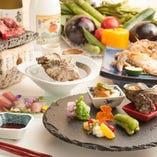 """新潟県内の生産者から届く贅沢食材を使用し、熟練の技で仕上げる""""本格和食""""。それらを余すことなく堪能するなら、まずはコースがおすすめ!"""