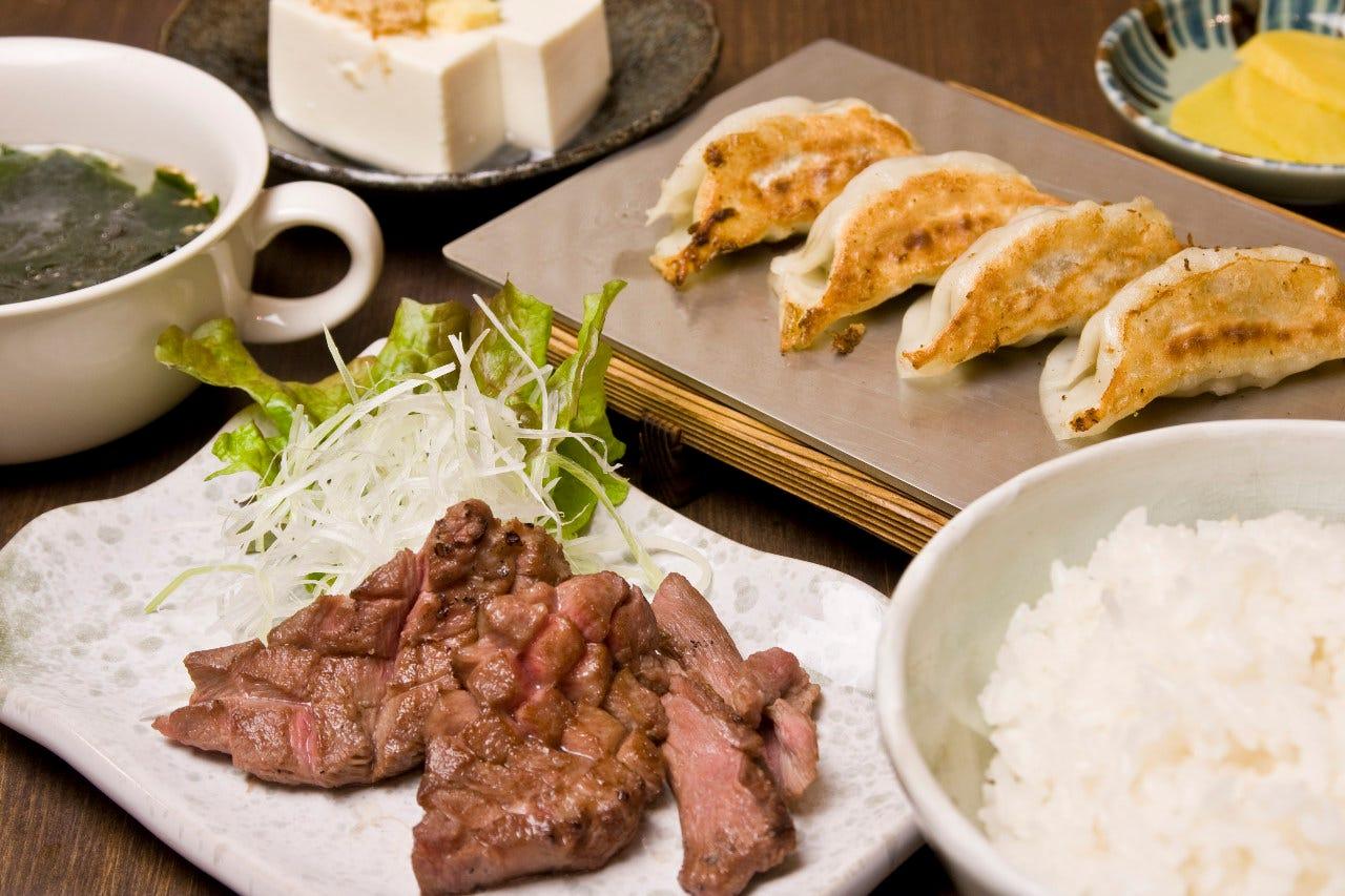 厚切り牛タンと餃子定食