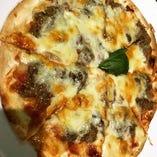 自家製熟成肉のコンビーフPizza