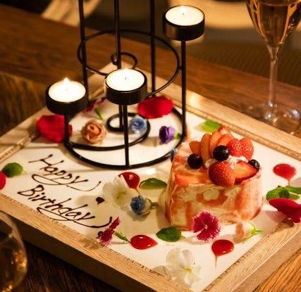 記念日ディナーに新ケーキ登場! 額縁キャンドルケーキ♪