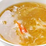 フカヒレとタラバガニのスープ
