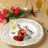 記念日・誕生日にはメッセージ付デザートプレートをプレゼント。