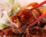 龍華園一番人気メニューです。 黒酢で煮込んだ酢豚は絶品です。