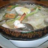 TVで紹介された当店の人気 メニュー、五目ワンタン麺