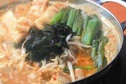 【名物】あじから鍋(赤) ぷりぷり極上ホルモン、野菜たっぷり
