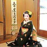 舞妓さん付のご宴会が叶うサービスあり(懐石料理+特別価格 45,000円)