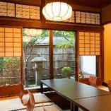 『上賀茂の間』では歴史を感じる坪庭がご覧いただけます。