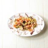 北海タコのカルパッチョ フレッシュトマトのオリーブのソース