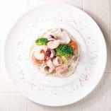 魚介のマリネ手づくり豆腐と白ごまのソース
