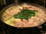 鰹と昆布ベースのあっさり和風醤油だし  和牛もつ鍋