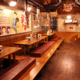 昭和レトロな雰囲気の寛ぎの店内で炭火焼肉をお愉しみください。
