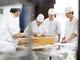 調理場が一望でき、職人の丁寧な仕事が見られます