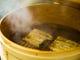 その日に捌いた江戸前の鰻を、昔ながらのせいろで蒸し上げます