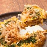 【定番】おたふくオムレツ 特製ソースで味付けした 焼きそばとタコ焼きを包んだ、 まんまるオムレツ!