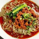 「辛味の効いた黒胡麻スープ担々麺」