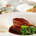 シェフの腕と旬の食材が光る自慢の中華料理