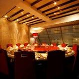 クラシックとモダンが同居する華やかな6階VIPルーム
