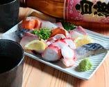 旬のお刺身7種盛りは+700円(税抜)で1人前分の増量可能です。