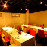 パーティーや食事会でも活躍するテーブル席。