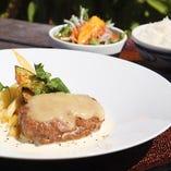 チーズハンバーグ定食  ご飯 味噌汁 サラダ付